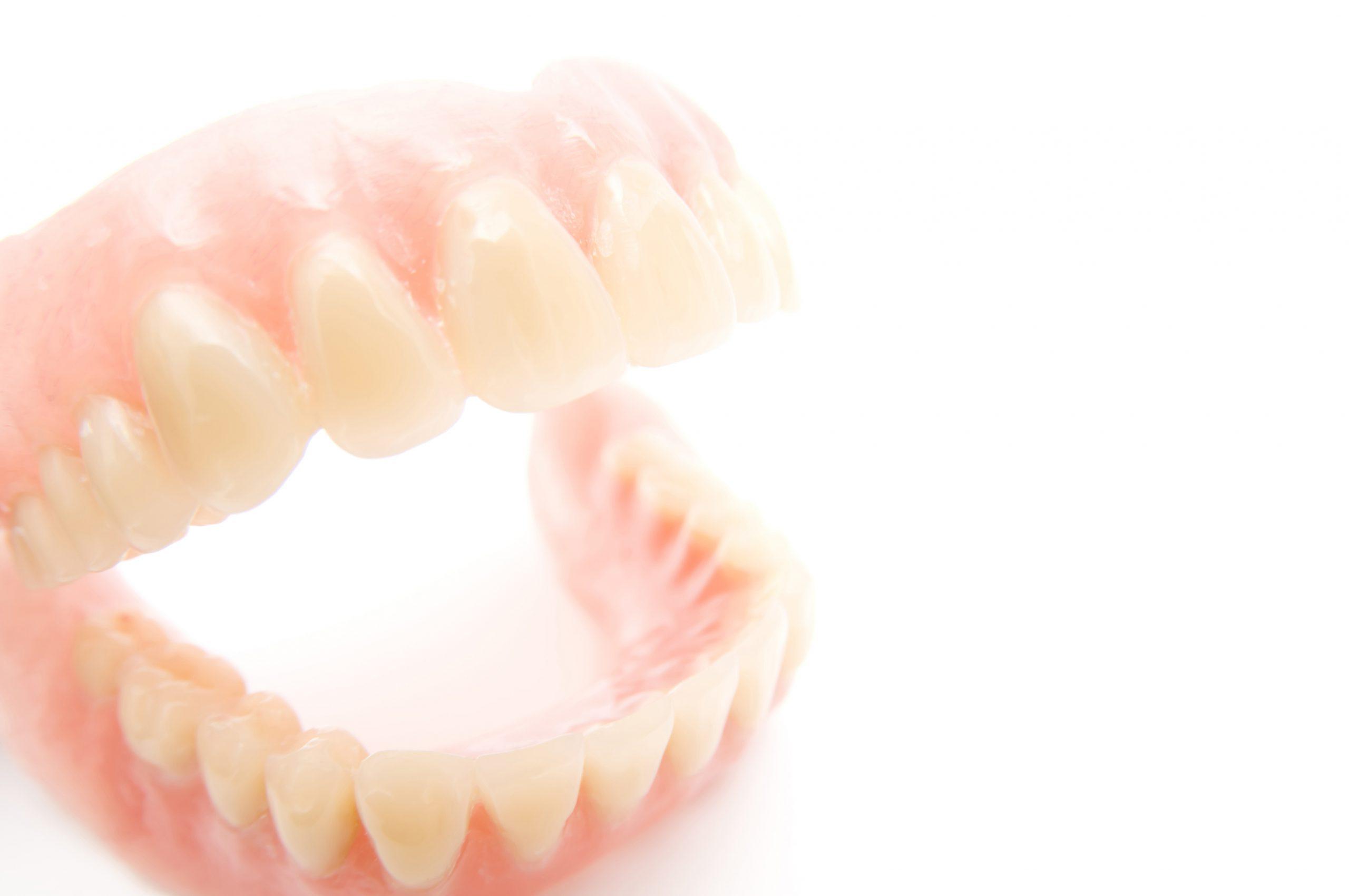 義歯(入れ歯):1本でも部分入れ歯を作れます